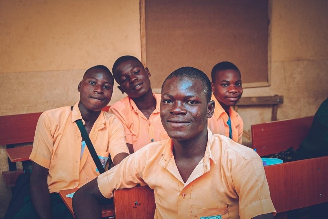Le Nigérian Alabi Samuel Anjolaoluwa remporte la catégorie U21 des prix Canon du Jeune Champion de l'année lors des Global Good Awards 2021