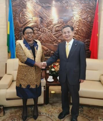 418 - H.E. Rao Hongwei met with the Ambassador of Zimbabwe to Rwanda -