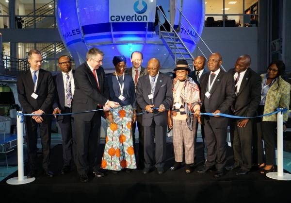 Caverton signe l'acceptation usine du simulateur de vol Reality H de Thales, premier simulateur Full Flight d'hélicoptère level D qui sera installé en Afrique