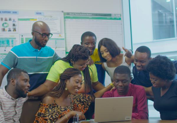 Les entreprises encouragent le mentorat et la formation des jeunes en Afrique subsaharienne